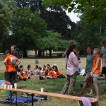 Ausruhen nach dem Lauf bei einem Picknick