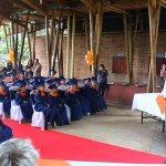 Andrés Bäppler begrüßt die Kinder und ihre Familien